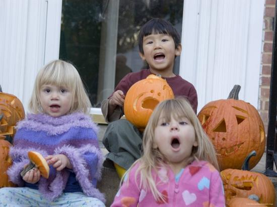 stacy-gold-friends-pose-with-their-carved-pumpkins-chevy-chase-maryland