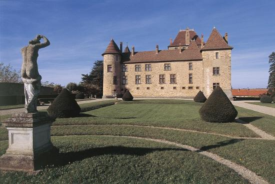 statue-in-front-of-a-castle-septeme-rhone-alpes-france