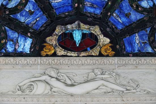 statue-in-marble-and-stained-glass-tettuccio-thermal-baths