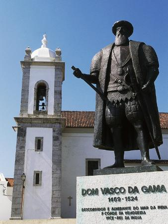 statue-of-vasco-da-gama-sines-setubal-portugal