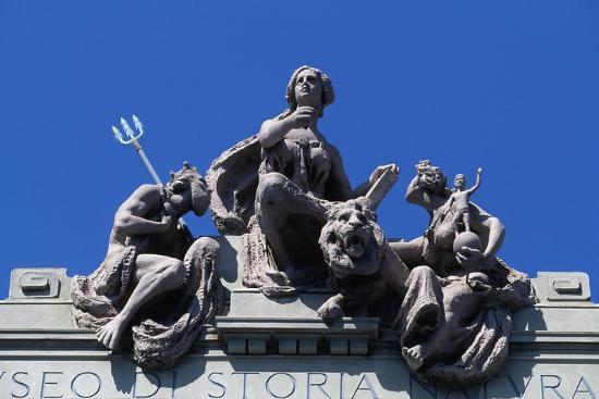 statues-over-entrance-to-natural-history-museum-of-giacomo-doria-genoa-liguria-italy