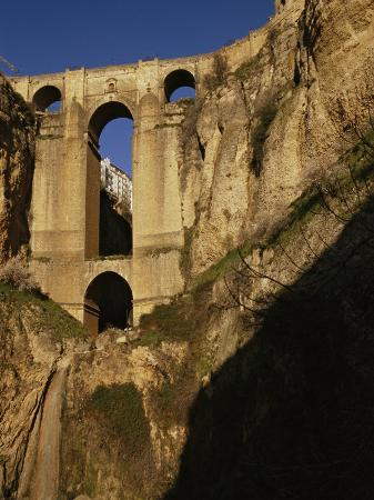 stephen-alvarez-the-bridge-at-ronda-connects-the-two-sides-of-the-city