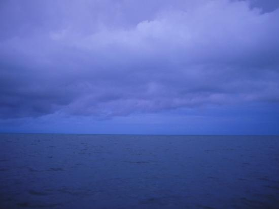 stephen-alvarez-the-horizon-line-splits-the-view-looking-out-over-the-caribbean-sea-in-belize