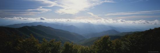 stephen-alvarez-the-sun-breaks-through-the-clouds-along-the-cherohala-skyway