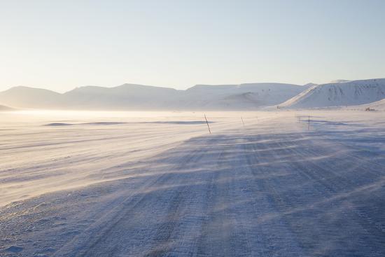 stephen-studd-sunrise-adventdalen-valley-ice-road-longyearbyen