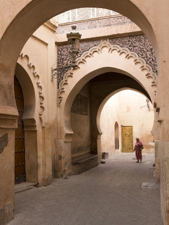 stephen-studd-woman-in-traditional-dress-walking-in-narrow-side-streets-old-quarter-medina-marrakesh-morocco