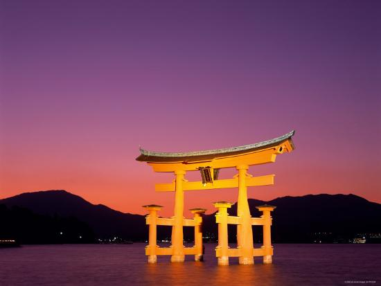 steve-vidler-miyajima-island-itsukushima-shrine-torii-gate-night-view-honshu-japan