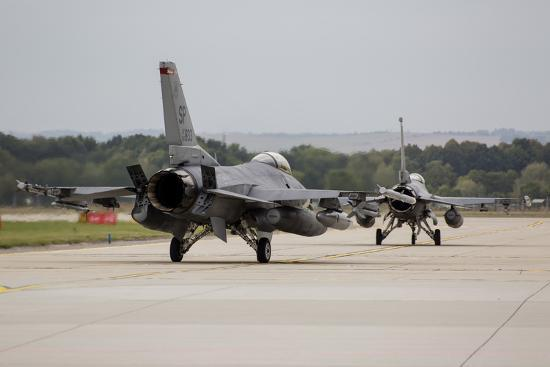 stocktrek-images-a-pair-of-u-s-air-force-f-16c-fighting-falcons-taxiing-on-the-runway