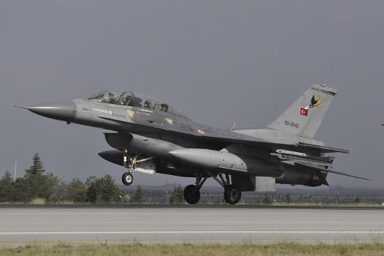 stocktrek-images-a-turkish-air-force-f-16d-landing-on-the-runway-at-konya-air-base
