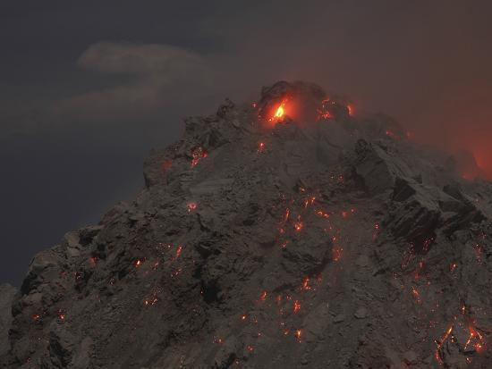 stocktrek-images-glowing-summit-of-rerombola-lava-dome-of-paluweh-volcano