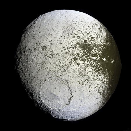 stocktrek-images-saturn-s-moon-iapetus
