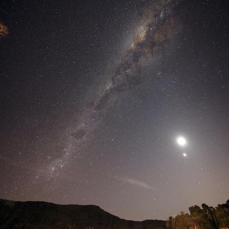 stocktrek-images-the-milky-way-the-moon-and-venus-over-the-fields-in-azul-argentina