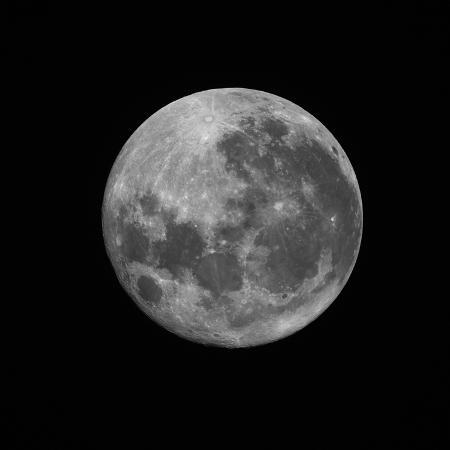 stocktrek-images-the-supermoon-of-march-19-2011