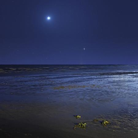 stocktrek-images-venus-shines-brightly-below-the-crescent-moon-from-coast-of-buenos-aires-argentina