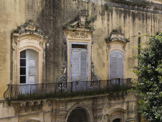 Baroque balcony noto sicily italy europe photographic for Balcony translate