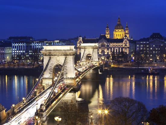 stuart-black-chain-bridge-and-st-stephen-s-basilica-at-dusk-unesco-world-heritage-site-budapest-hungary-eur