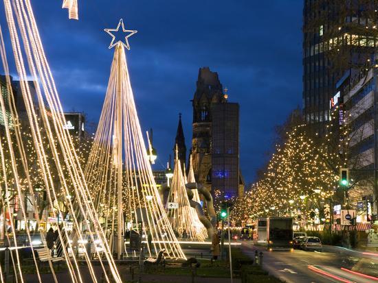 stuart-black-christmas-lights-leading-up-to-the-kaiser-wilhelm-memorial-church-berlin-germany-europe