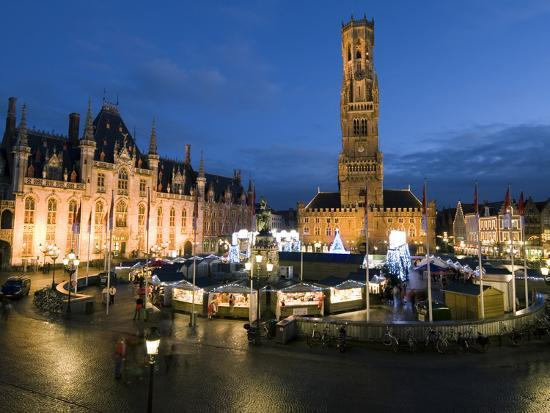 stuart-black-christmas-market-in-market-square-with-belfry-behind-bruges-west-vlaanderen-flanders-belgium