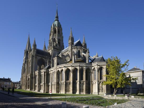 stuart-black-east-end-of-notre-dame-cathedral-bayeux-normandy-france-europe