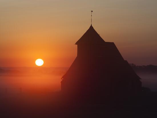 stuart-black-fairfield-church-at-sunrise-romney-marsh-near-rye-kent-england-united-kingdom-europe