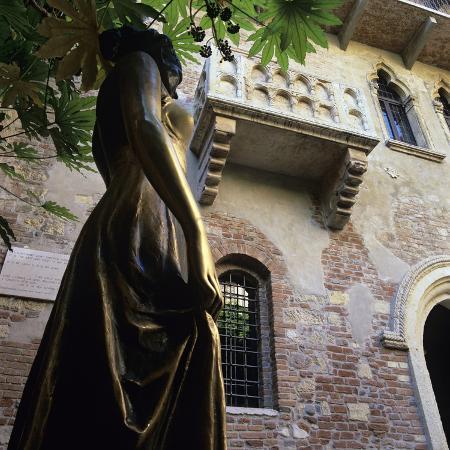 stuart-black-juliet-s-balcony-and-statue-verona-unesco-world-heritage-site-veneto-italy-europe