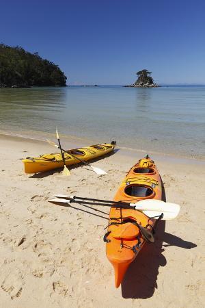 stuart-black-kayaks-on-beach-torrent-bay-abel-tasman-national-park