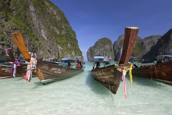 stuart-black-maya-bay-with-long-tail-boats-phi-phi-lay-krabi-province-thailand-southeast-asia-asia