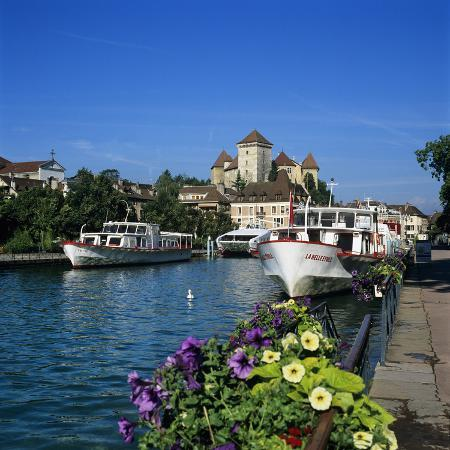 stuart-black-tour-boats-on-canal-du-thiou-below-chateau-annecy-lake-annecy-rhone-alpes-france-europe