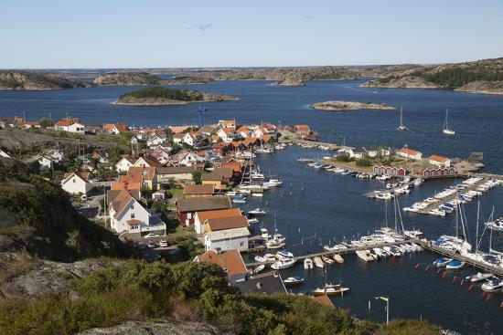 stuart-black-view-over-harbour-and-town-from-vetteberget-cliff-sweden