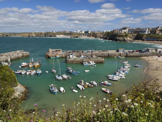 stuart-black-view-over-the-harbour-newquay-cornwall-england