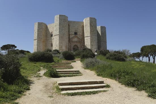 stuart-forster-castel-del-monte-octagonal-castle-built-for-emperor-frederick-ii-in-the-1240s-apulia-italy