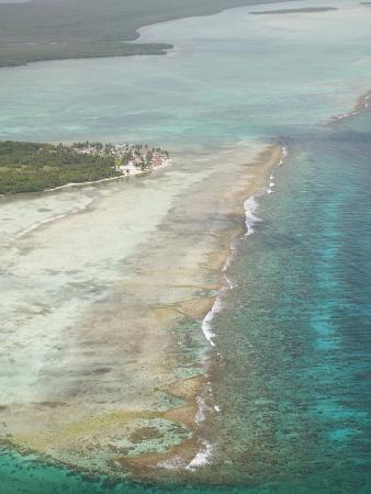 stuart-westmoreland-aerial-of-a-turneffe-island-resort-belize