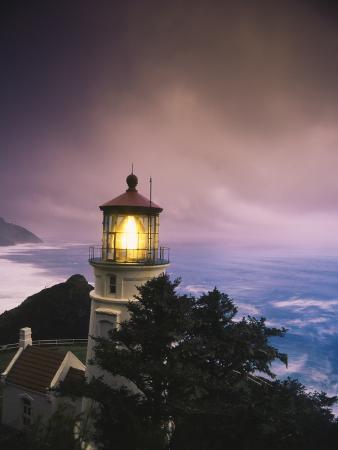 stuart-westmorland-view-of-heceta-head-lighthouse-at-dusk-oregon-usa