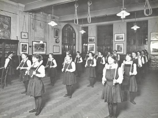 students-in-the-gymnasium-ackmar-road-evening-institute-for-women-london-1914