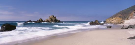 surf-on-the-beach-pfeiffer-beach-big-sur-california-usa