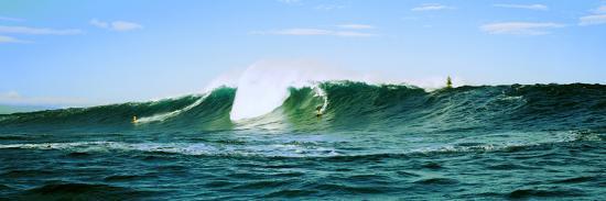 surfer-surfing-in-the-ocean-oahu-hawaii-usa