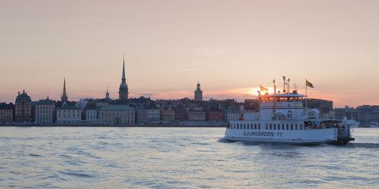 sweden-stockholm-ferry-heading-for-the-old-town-at-sunset