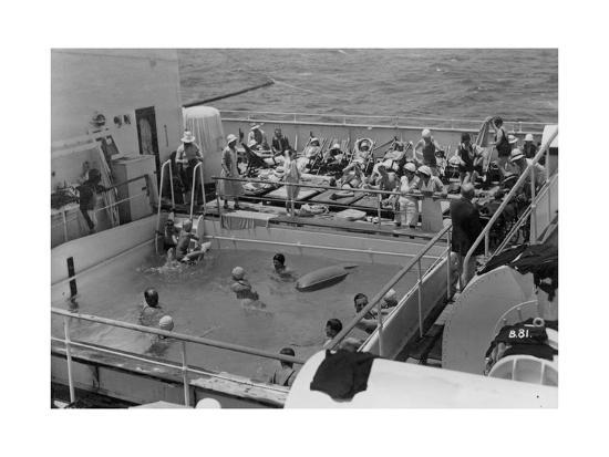 swimming-pool-on-board-the-rml-atlantis-c1929-c1939