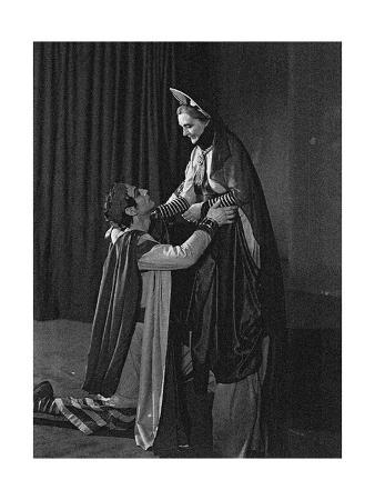sybil-thorndike-1882-197-and-laurence-olivier-1907-198-in-coriolanus