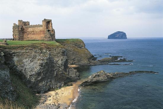 tantallon-castle-near-north-berwick-bass-rock-scotland-united-kingdom