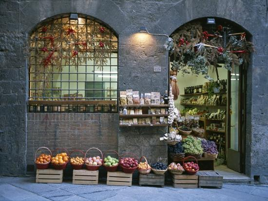 taylor-s-kennedy-a-fruit-and-vegetable-shop-in-siena