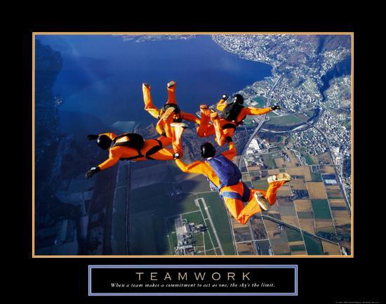 teamwork-skydivers