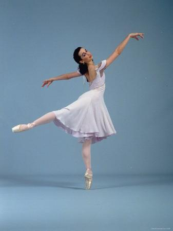 ted-thai-21-year-old-nyc-ballet-ballerina-jenifer-ringer-in-graceful-move-from-ballet-romeo-and-juliet