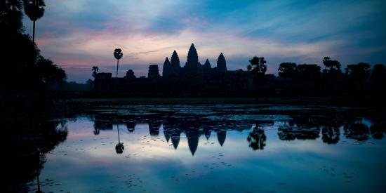 temple-at-the-lakeside-angkor-wat-angkor-thom-siem-reap-angkor-cambodia