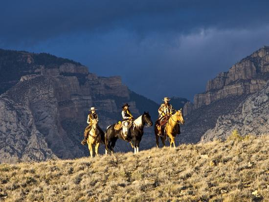 terry-eggers-cowboys-and-cowgirls-riding-along-the-hills-of-the-big-horn-mountains