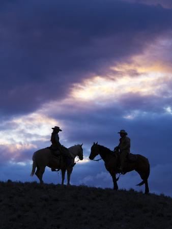 terry-eggers-cowboys-in-silouette-with-sunset