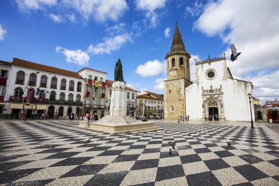 terry-eggers-portugal-tomar-main-square-of-tomar-during-festival-the-festa-dos-tabuleiros