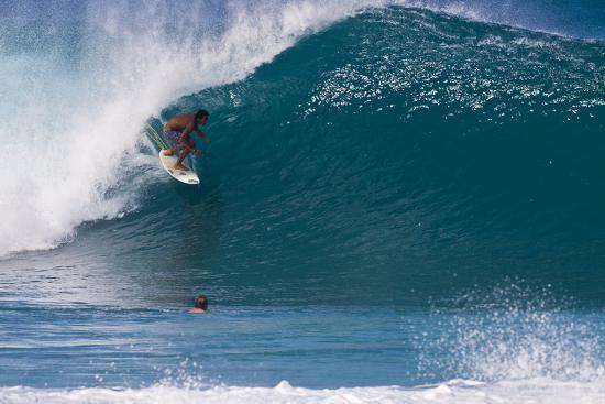 terry-eggers-usa-hawaii-oahu-surfers-in-action-at-the-pipeline