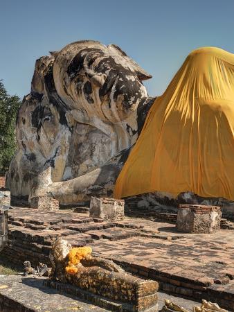 terry-eggers-wat-lokaya-suttha-in-ayutthaya-reclining-buddha
