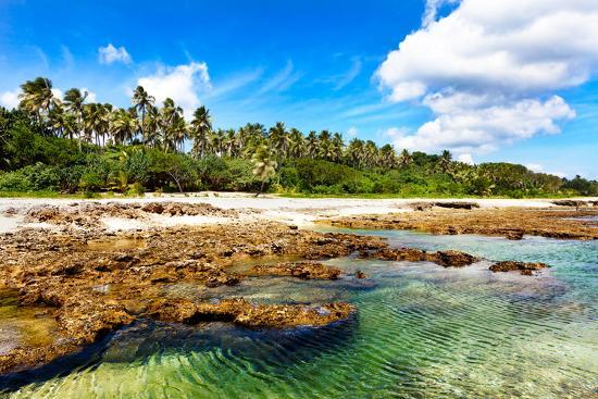 thakala-turquoise-water-on-lava-beach